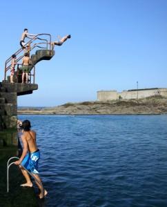 piscine,saut,plonger,plongeoir,sauter